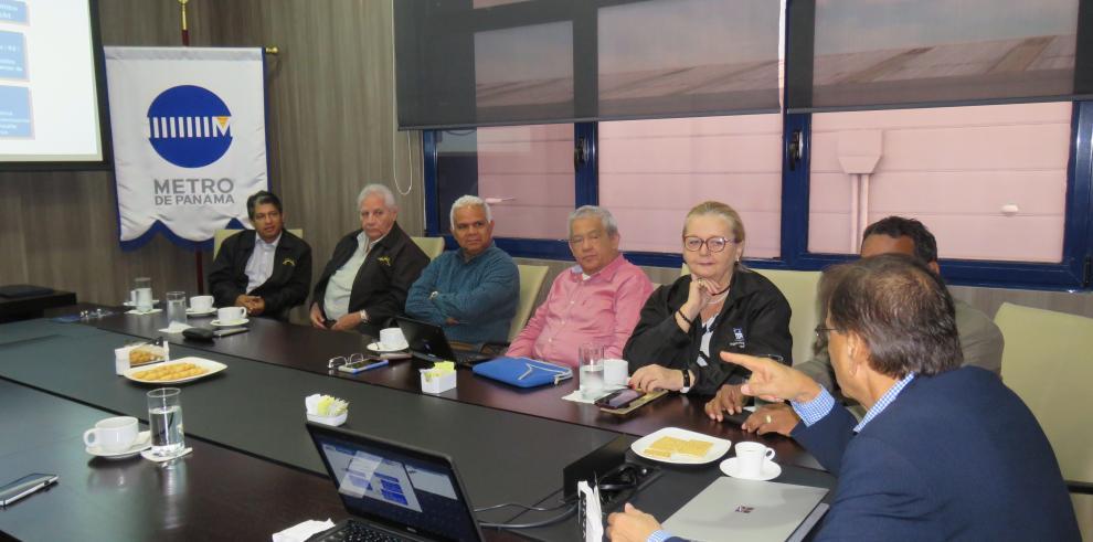 Roberto Roy y miembros de la SPIA estudian la seguridad en la construcción del Metro