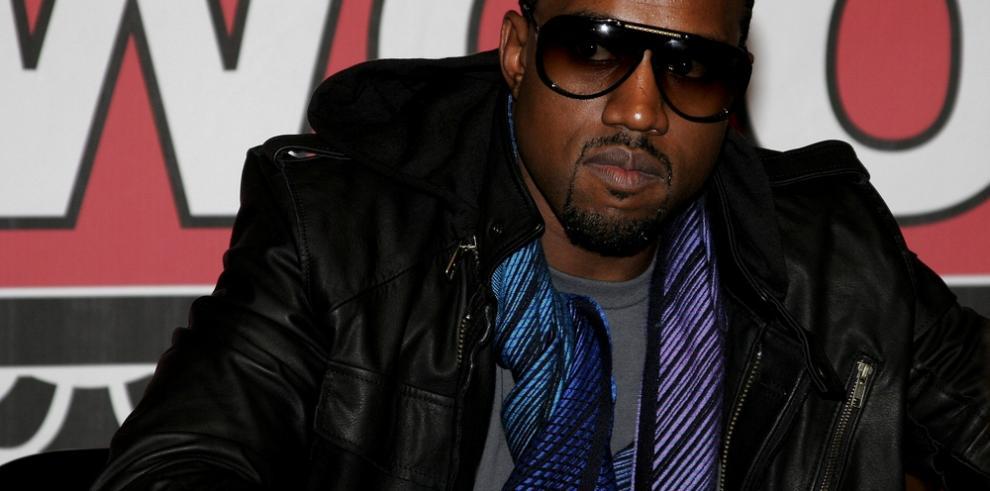 Kanye West regresa a Instagram para proclamar su amor por Kim Kardashian