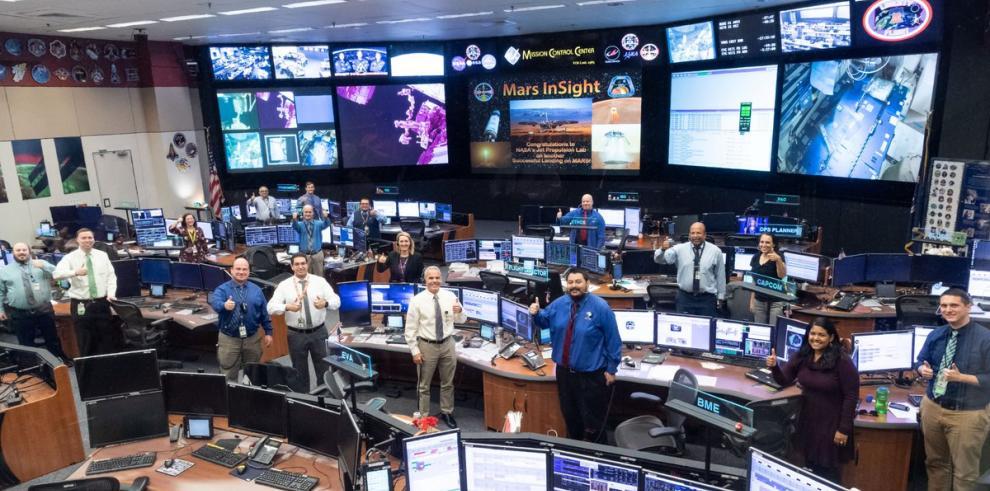 El módulo espacial InSight de la NASA aterriza con éxito en Marte Pasadena