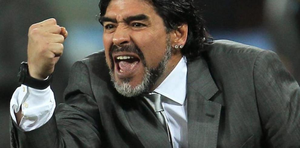 Maradona recibe multa por declaraciones contra el arbitraje