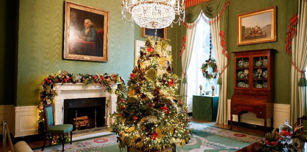 Melania Trump apuesta por patriotismo en decoración navideña de Casa Blanca
