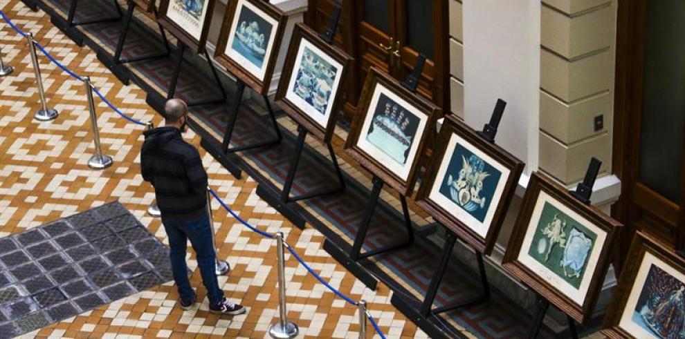 Obras de Dalí salen del museo y se exhiben en Palacio de Tribunales de Chile