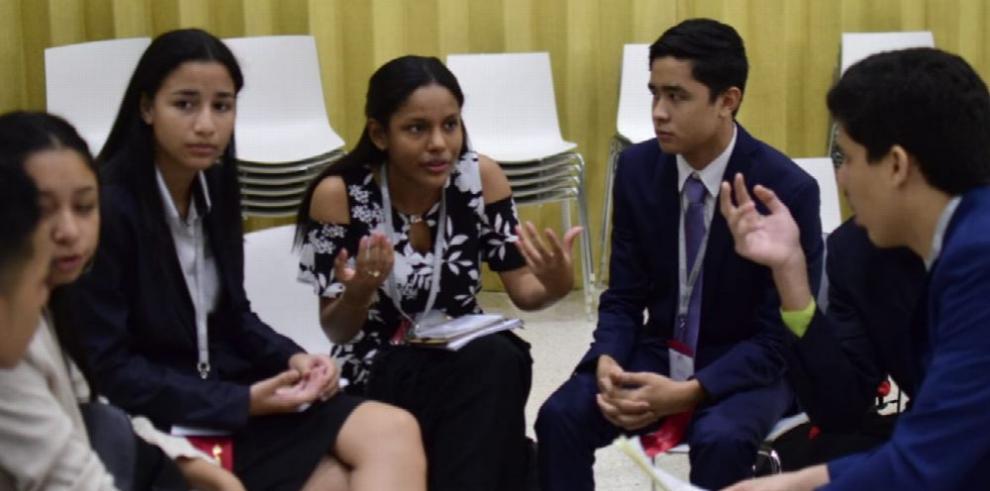 Jóvenes celebran Sesión Legislativa las Américas