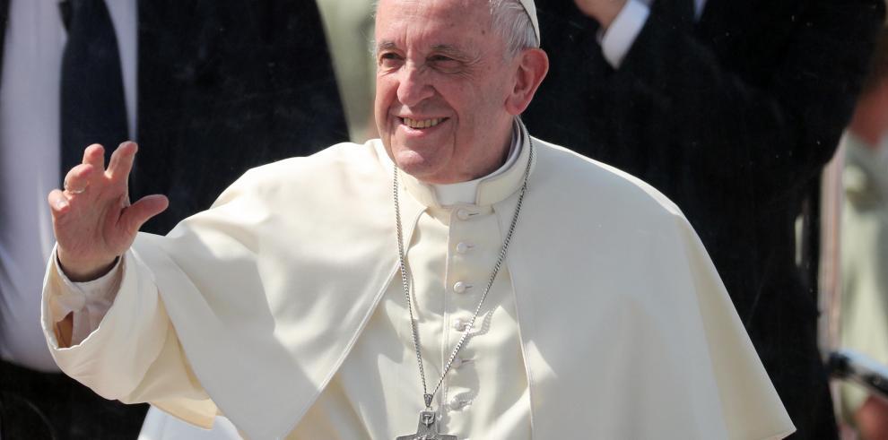 El papa Francisco llega a Perú en visita oficial y apostólica de tres días