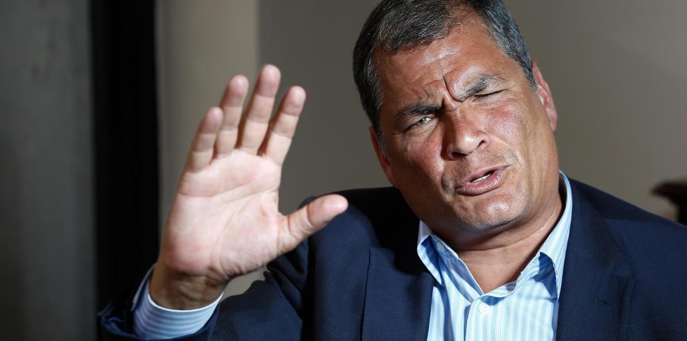 Correa dice que ciudadanía a Assange no convencerá a R.Unido para que salga