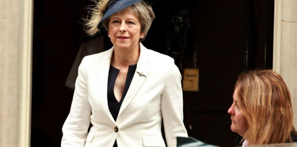 May consigue aprobar ley clave para el 'brexit'