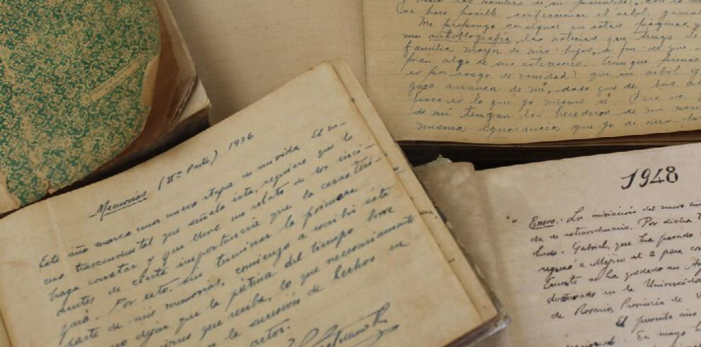 Binal recibe manuscritos de Ernesto J. Castillero R.