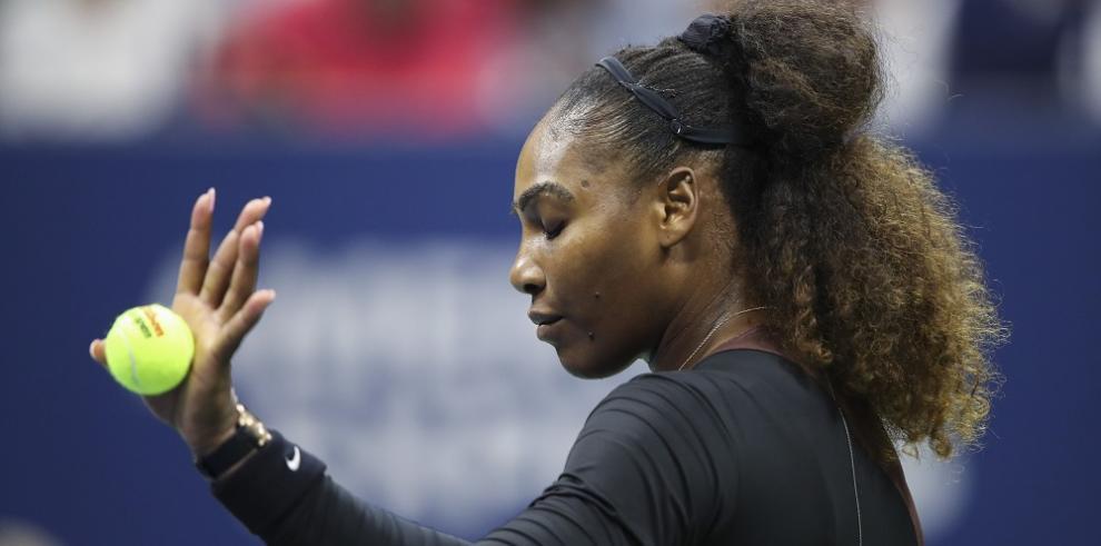 Serena Williams multada con $17.000 por violaciones código de conducta