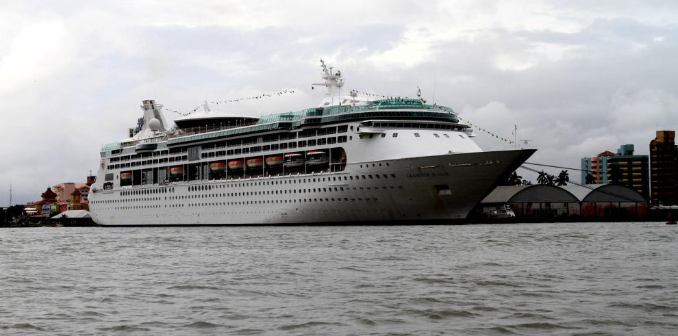 Más de 230 cruceros transitarán por el Canal de Panamá en temporada 2018-2019