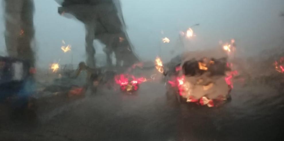 Lluvias con actividad eléctrica se registran en la Ciudad de Panamá