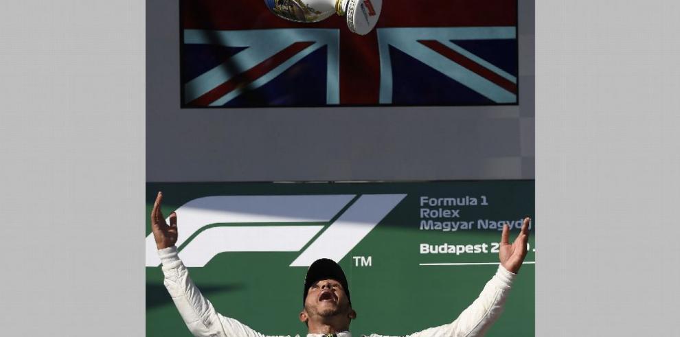 Hamilton gana por sexta vez en Hungría