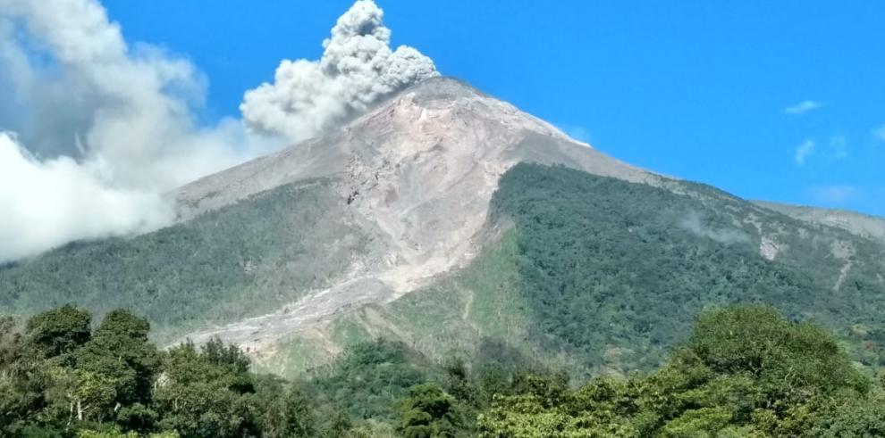 El volcán de Fuego en Guatemala incrementa su actividad