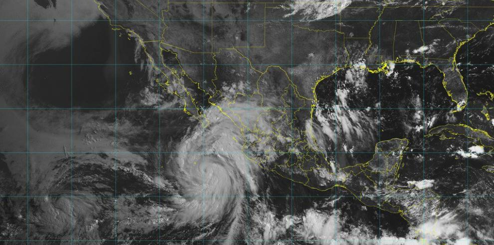 John avanza como huracán categoría 2 y provoca tormentas en oeste de México