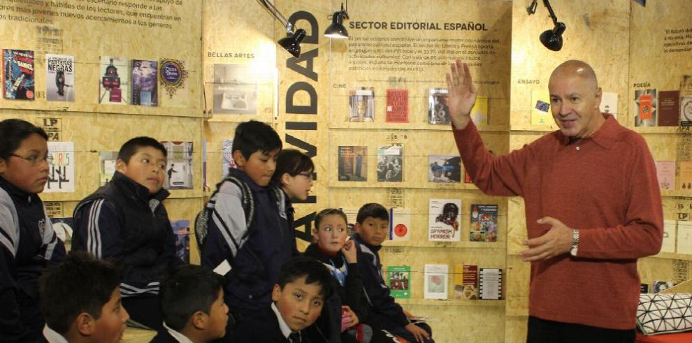 'Se necesita que los niños se eduquen en la lectura'