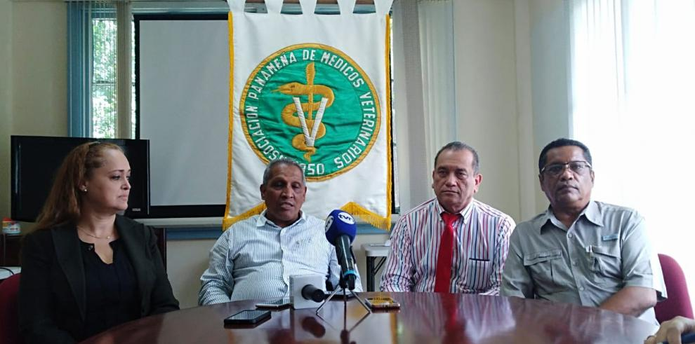 Médicos Veterinarios levantan paro de brazos caídos