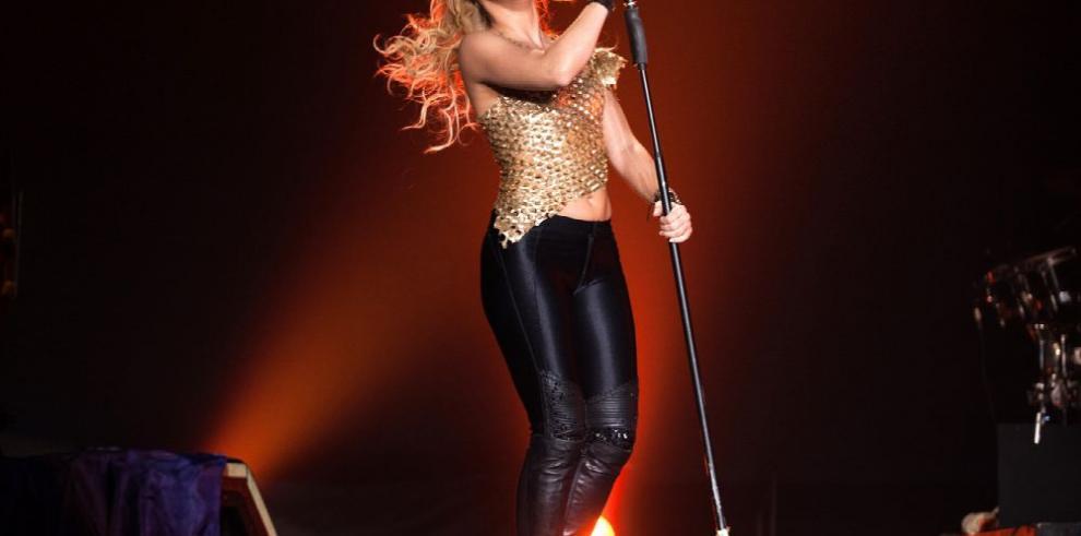 Fiscalía se querellará contra Shakira