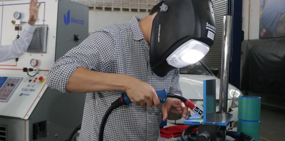 Más panameños optaron por estudiar las carreras técnicas del Inadeh