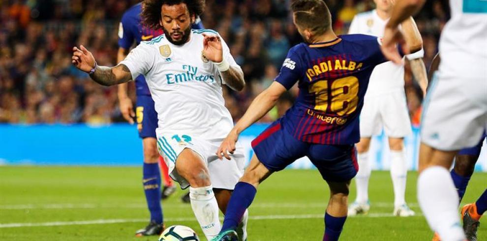 El Barcelona resiste con diez en un clásico eléctrico