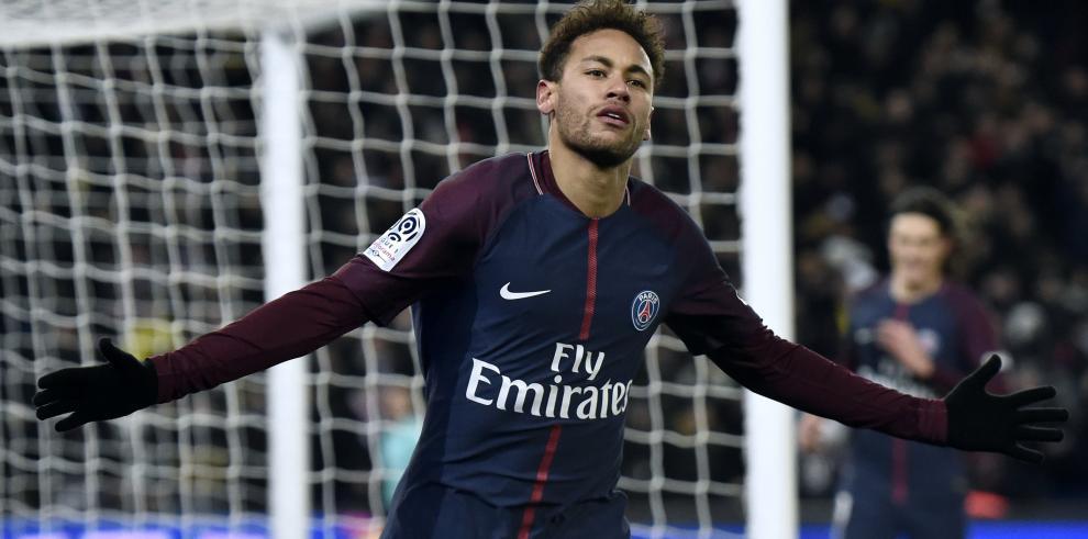 Brasil envía a su médico a París para revisar a Neymar y aplaza convocatoria