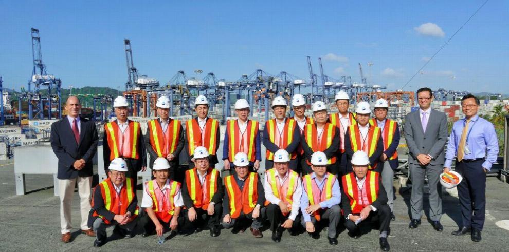 Hutchison Ports PPC recibe visita de Japón