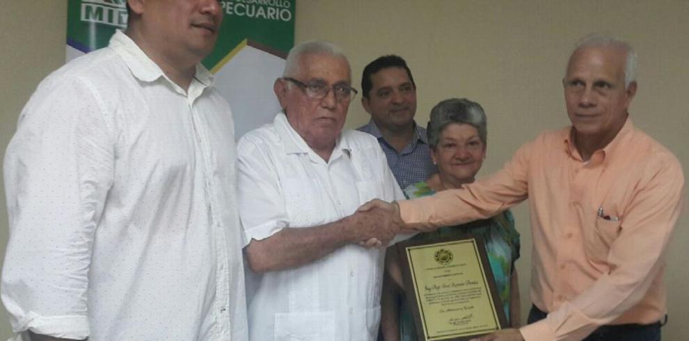 CINAP distingue a José Romján Araúz