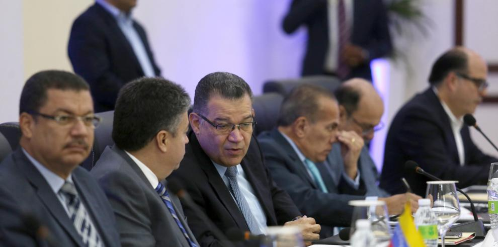 El Gobierno y la oposición venezolana llegan a sede diálogo en Santo Domingo