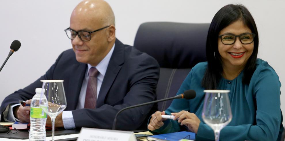 Chavismo asegura que llegó a un preacuerdo con oposición, pero esta lo niega