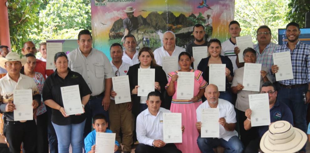 Gobierno certifica 25 fincas agroturísticas