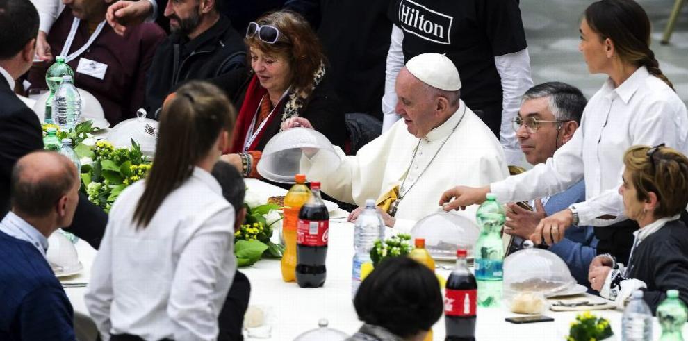 El papa pide escuchar grito de los pobres