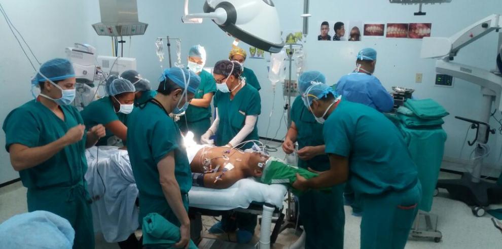 Realizan la primera cirugía de reconstrucción mandibular con Peroné en Panamá