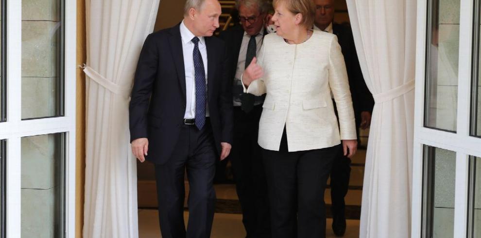 Putin y Merkel apuntan a salvar el pacto iraní