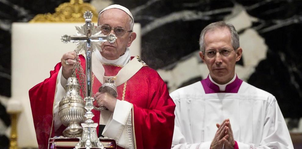 El papa pide rechazar las apariencias mundanas y la