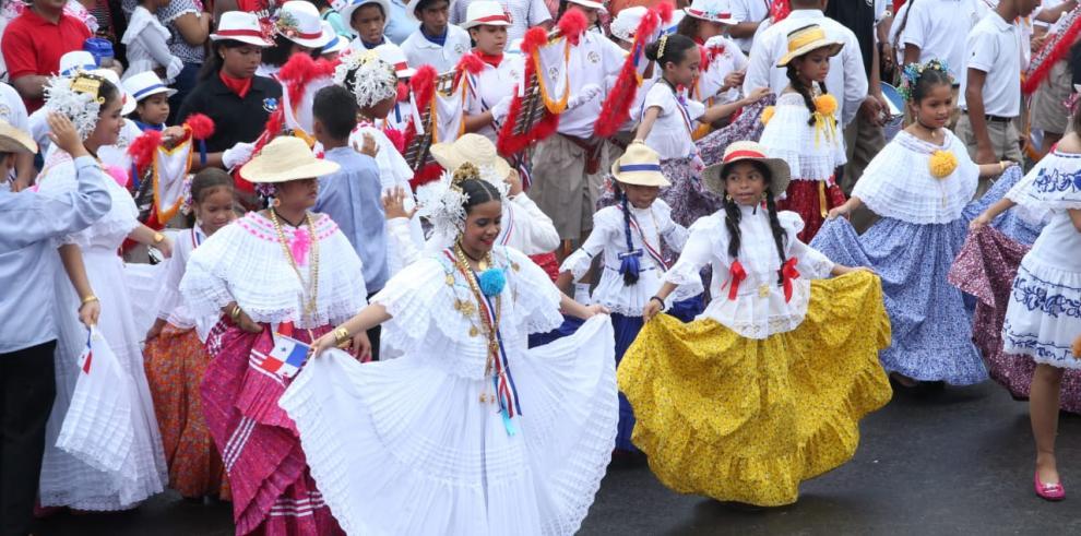 Así celebraron los 115 años de República, los futuros profesionales de Panamá
