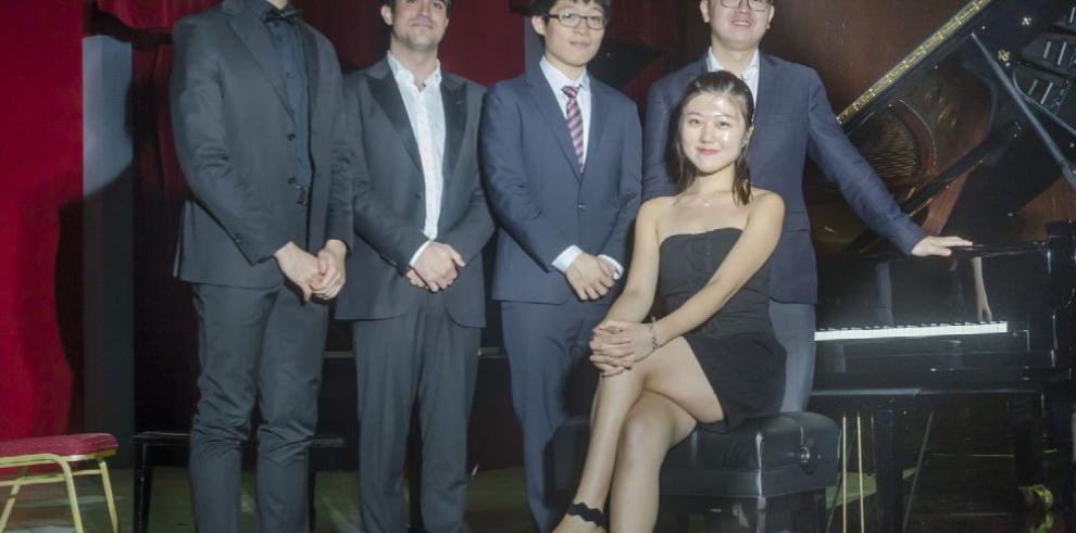 Chun Wang, gana concurso internacional de piano