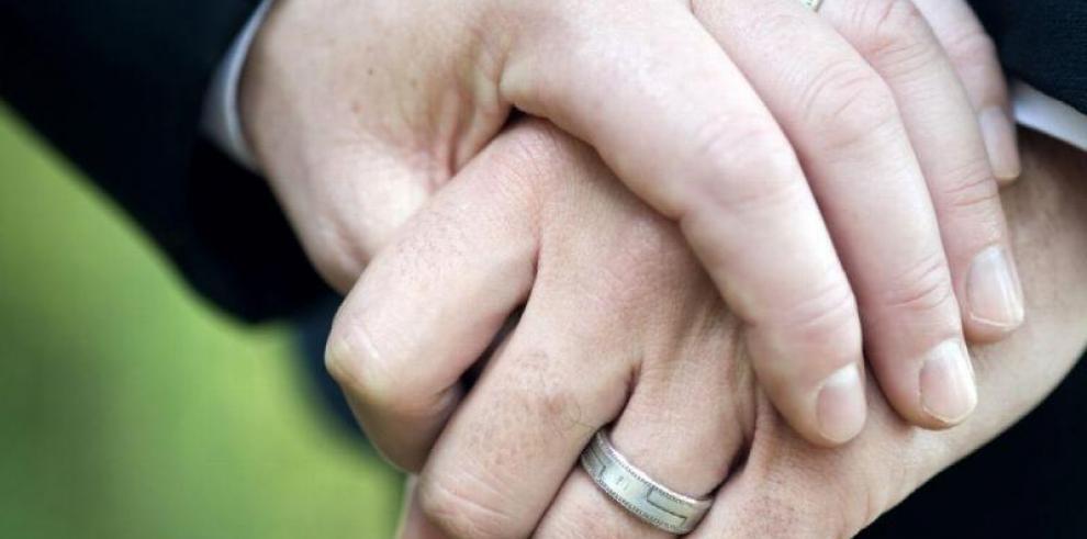 Iglesias Católica y Evangélica firman contra matrimonio gay en Costa Rica