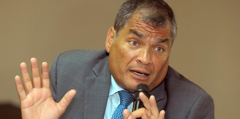 Interpol echa jarro de agua fría a Ecuador al negar arresto de Correa