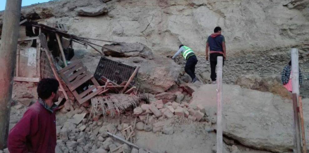 El presidente de Perú viaja a zona golpeada por terremoto en el sur del país