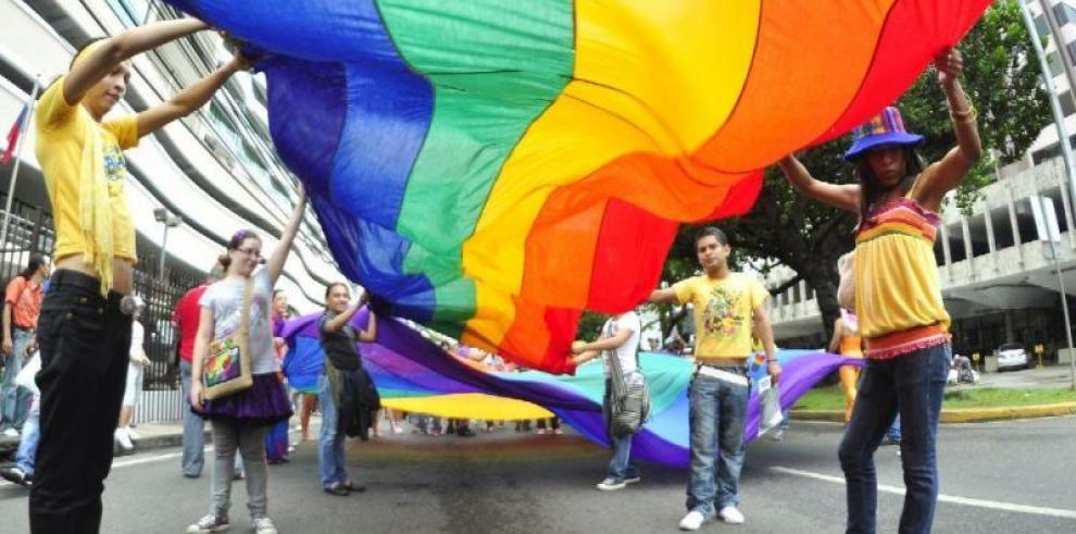Grupos gays toman oxígeno
