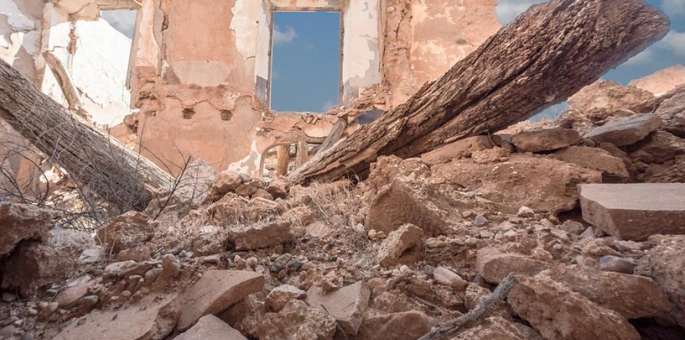 Autoridades sirias hallan una fosa común con 34 personas asesinadas por EI