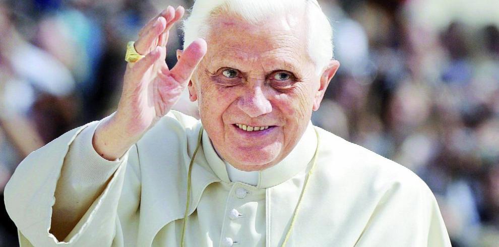 Vaticano niega enfermedad de Benedicto XVI