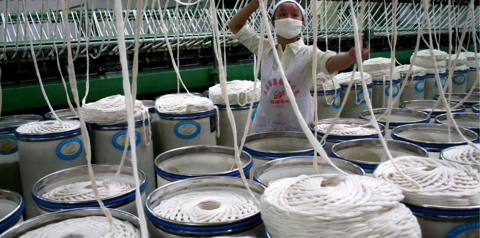 Irán eleva arancel a hilos de seda importados para apoyar industria