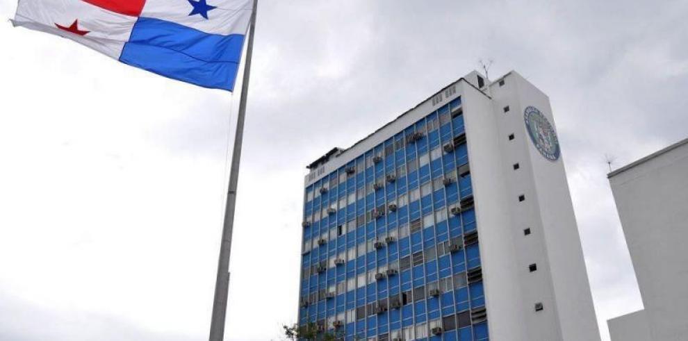 Aspirantes a migistrados del Tribunal Administrativo presentan documentación