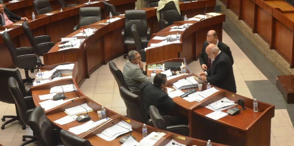 'Contrato con PSA viola la Constitución y la ley', afirma diputado Ayala