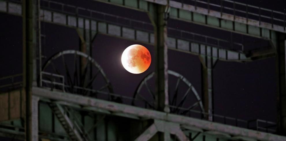 Así se vio el eclipse lunar con luna de sangre