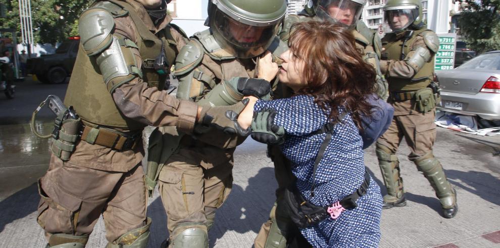 Disuelven en Santiago protesta contra la visita del papa