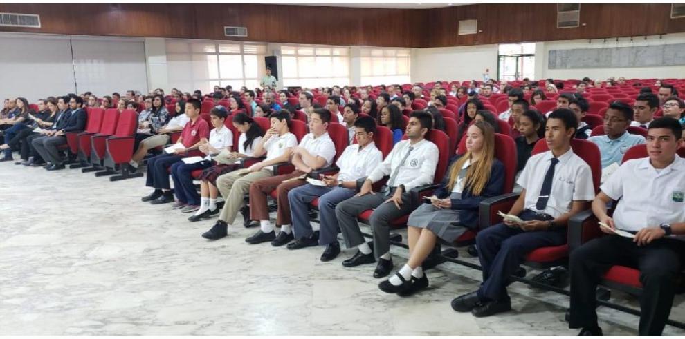 Los jóvenes medallistas de la matemática panameña