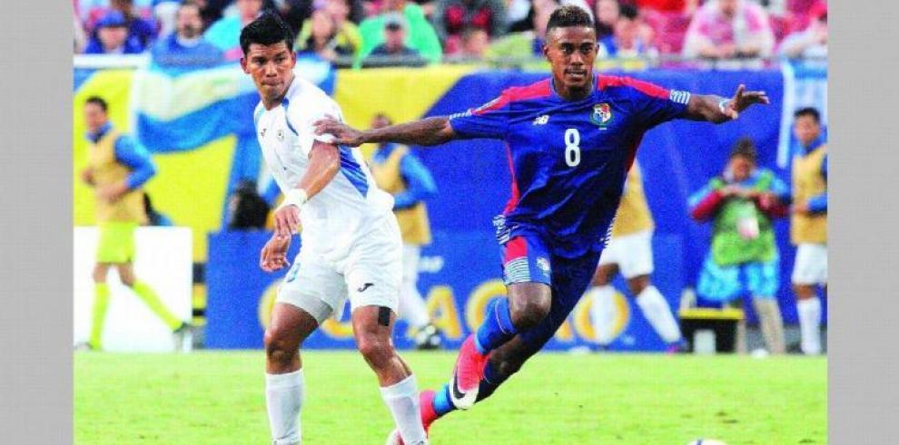 Bárcenas, centrocampista del Oviedo, baja para selección de Panamá