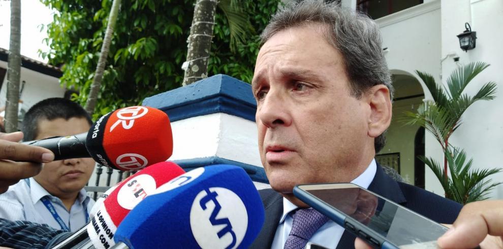 Director de Aduanas renuncia al cargo por 'diferencias en la visión de país'