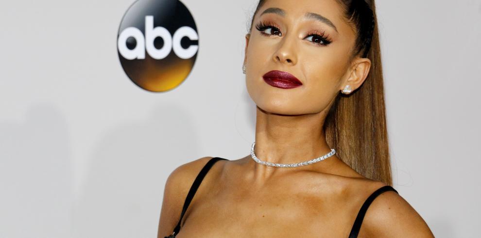 Ariana Grande vuelve a hablar con su padre tras cuatro años distanciados