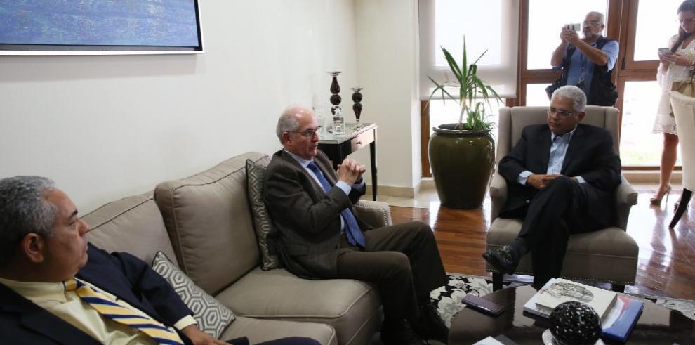 Ledezma pide apoyo al gobierno panameño